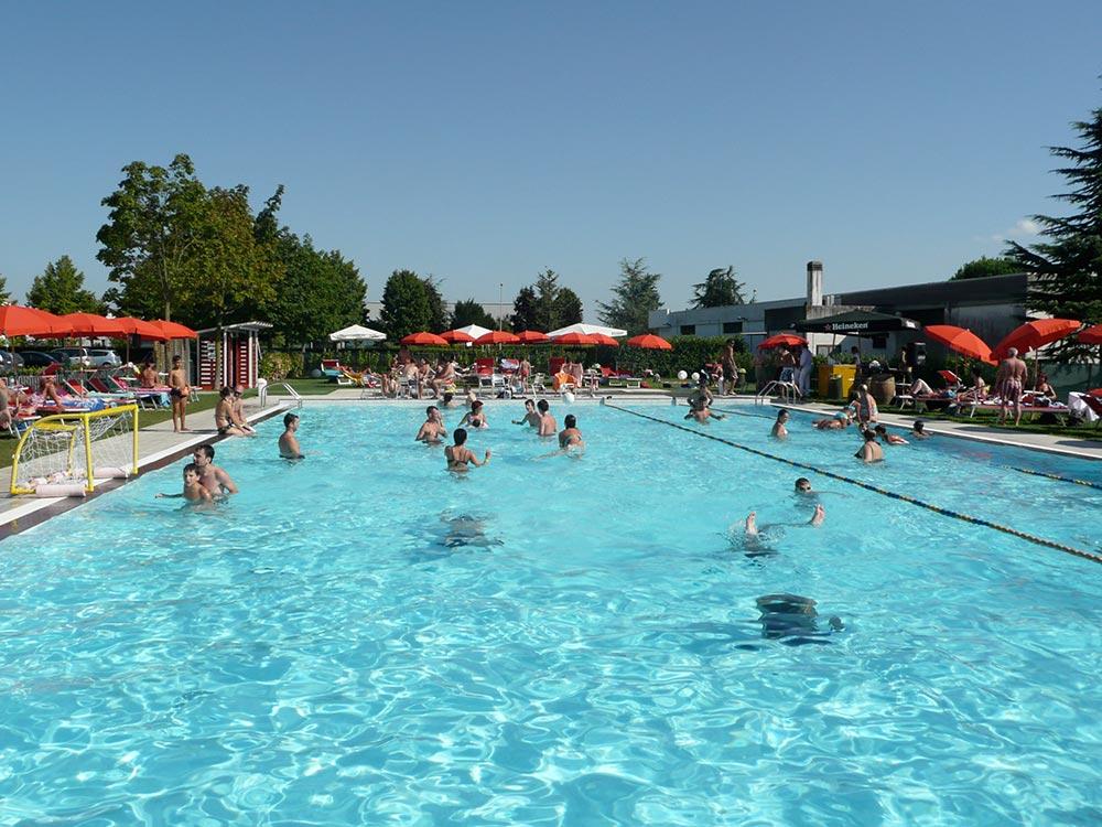 Una vera e propria ucoasiud di e relax nella campagna pordenonese with immagini piscine - Foto di piscine ...